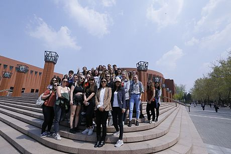 Prof Wang Yi and students were visiting Tsinghua campus