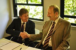 UCSC MOU signing with Professor Michael Farthing and UCSC Chancellor Professor George Blumenthal