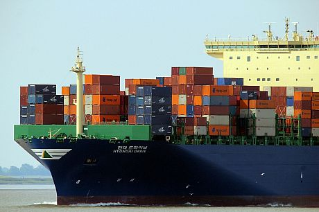 A photo of a ship transporting a large number of shipping containers