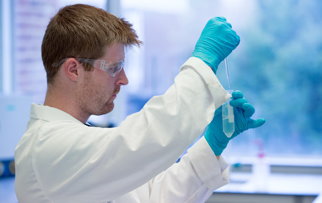 Chemistry student in a lab at the University of Sussex