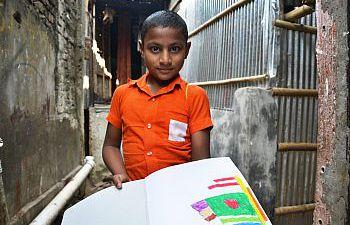 A child standing in the narrow lanes of Bhola Slum, Dhaka, Bangladesh (Photo: Sonja Ayeb-Karlsson 2016).