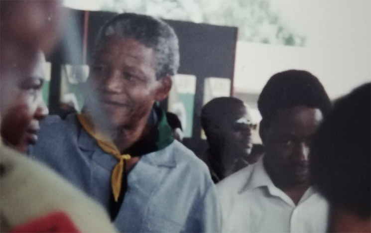 Nelson Mandela 1990 (credit: Rob Yates) close-up photo in a crowd
